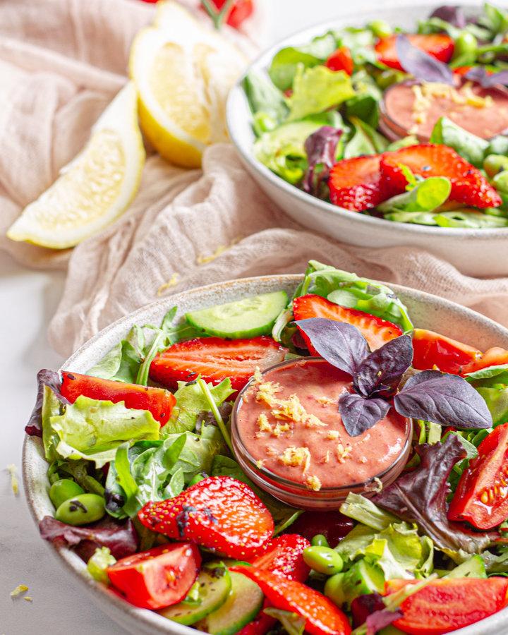 bunter Salat mit Erdbeer-Senf-Dressing Rezeptbild